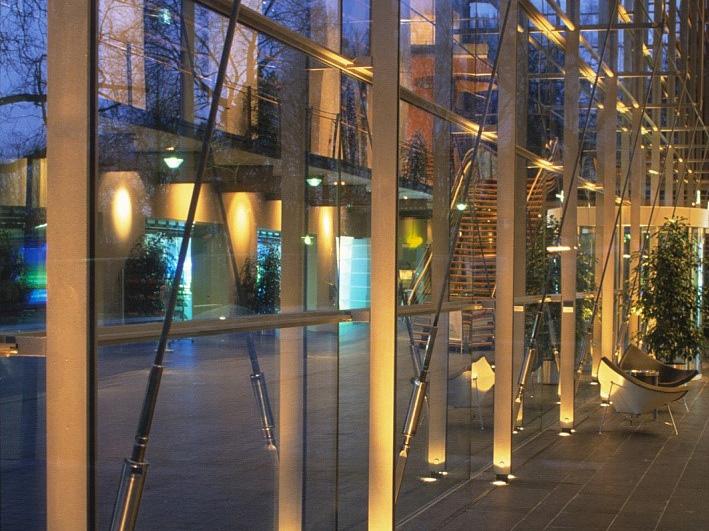 پروژکتور دفنی نورپردازی نمای شیشه ای